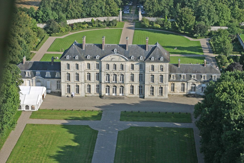 Back of the house with tent of 600 people - Château de Clermont-Tonnerre