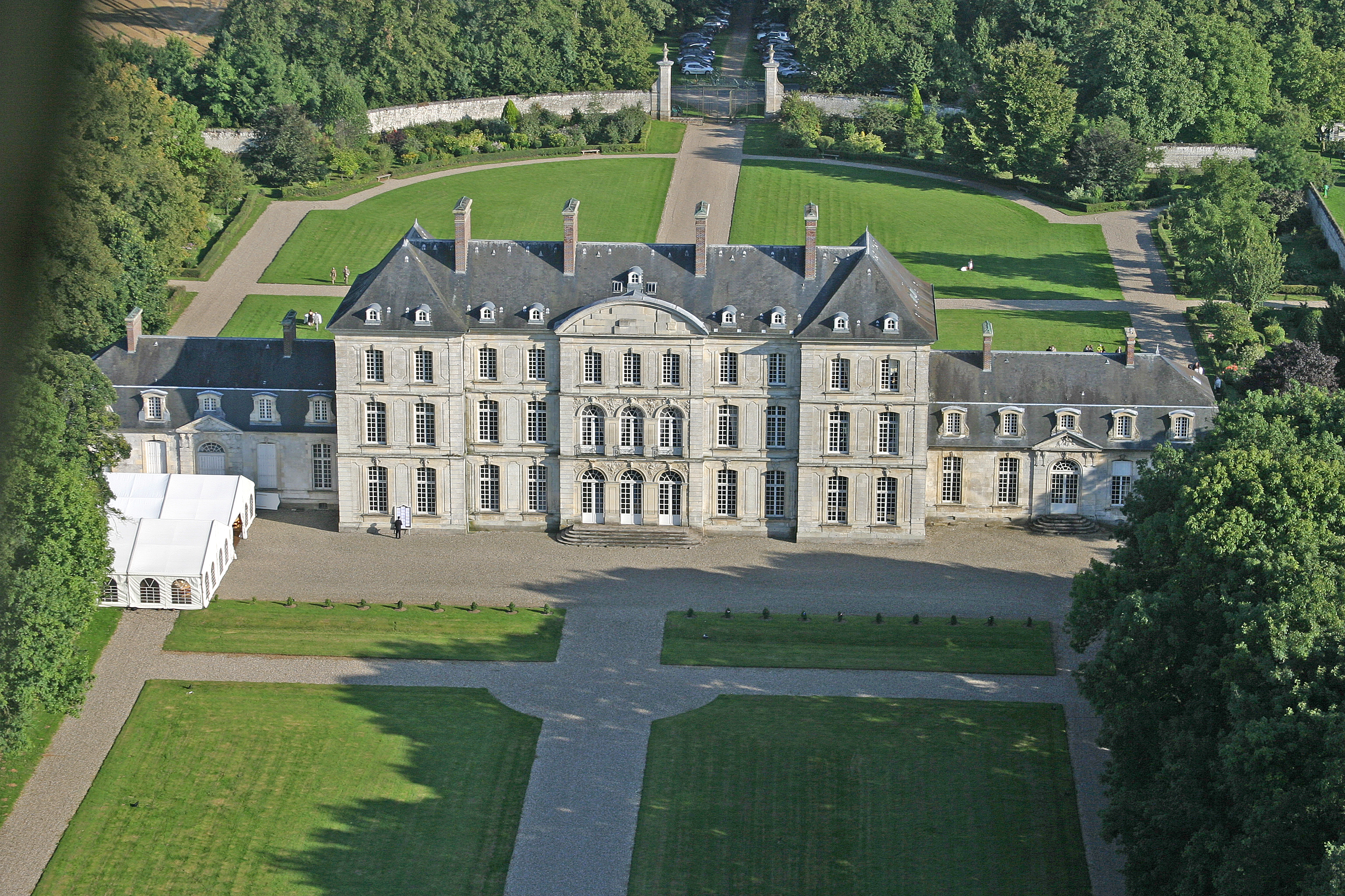 Arrière de la maison Avec Tente 600 personnes - Château de Clermont-Tonnerre
